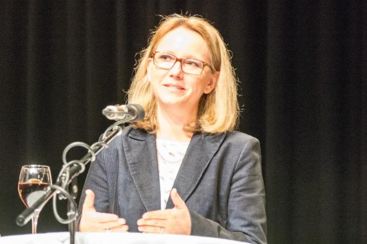 Claudia Martin